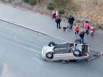 Авария в Харькове. Машина кувыркалась по дороге (фото)