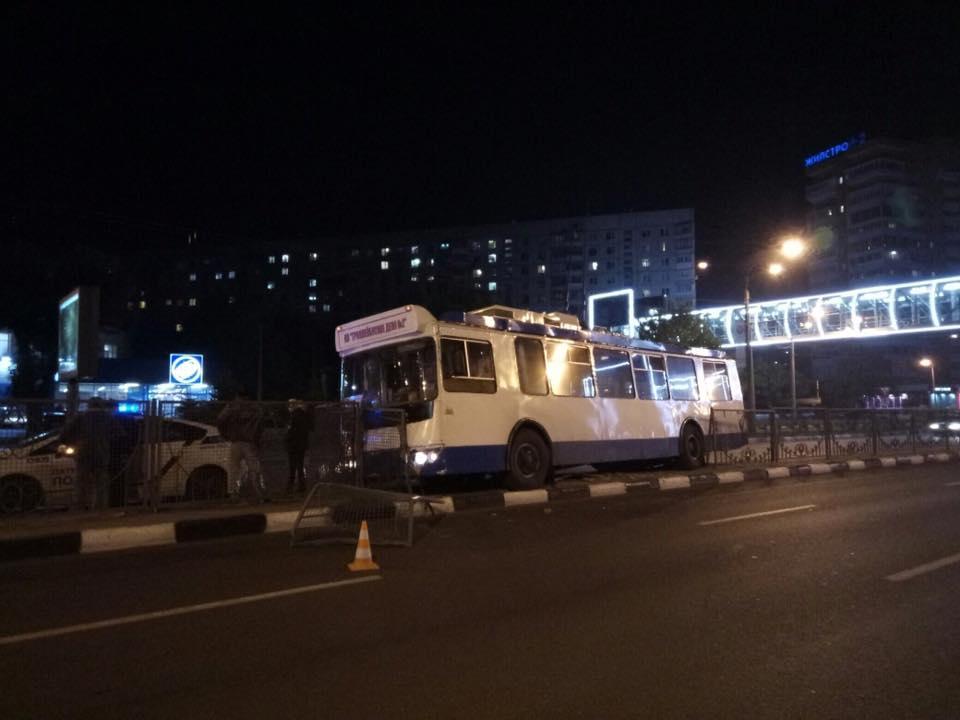 В Харькове из общественного транспорта экстренно высадили пассажиров (фото)