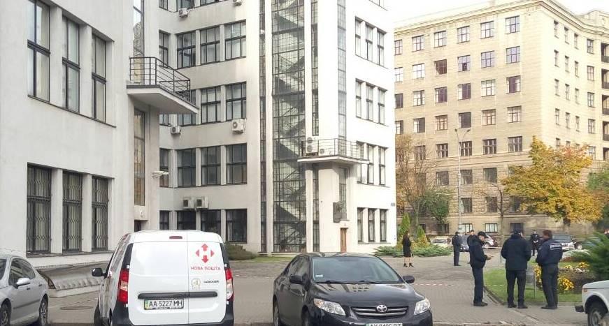 ЧП в Госпроме. Возле здания дежурят экстренные службы (дополнено)