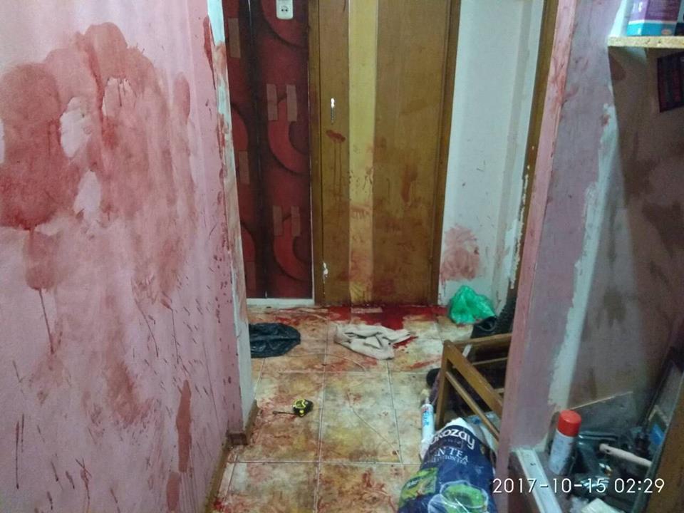 Происшествие на Холодной Горе. Квартиру испачкали кровью (фото)