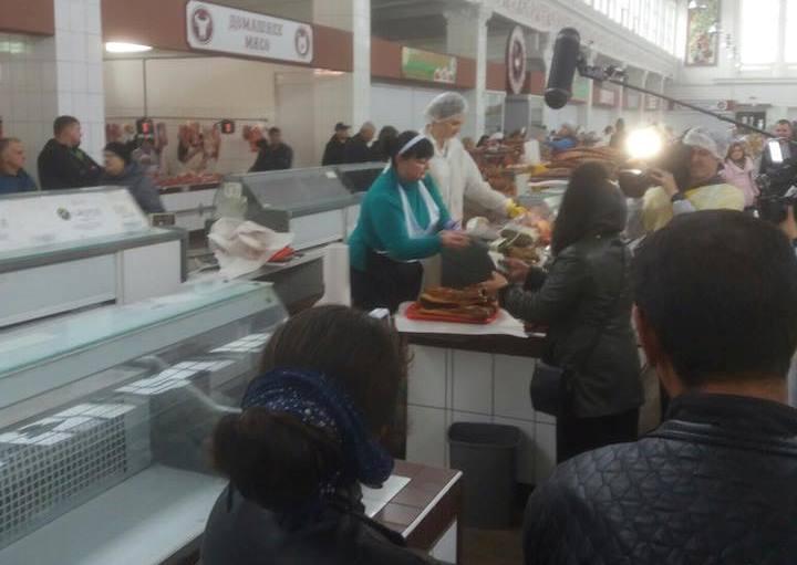 Столичные гости устроили переполох на харьковском рынке