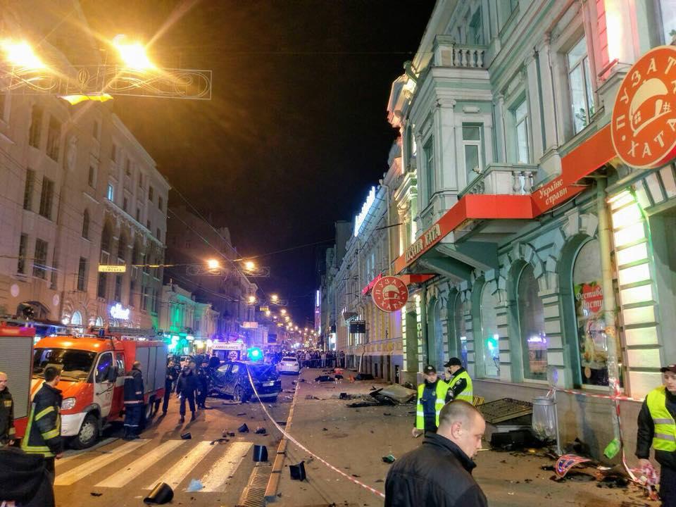 Жуткое происшествие в центре Харькова. Много погибших и пострадавших (фото)