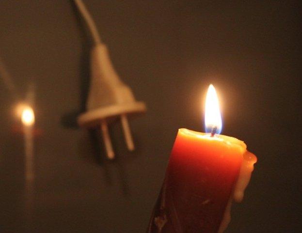 Жители Салтовки второй день сидят без электричества