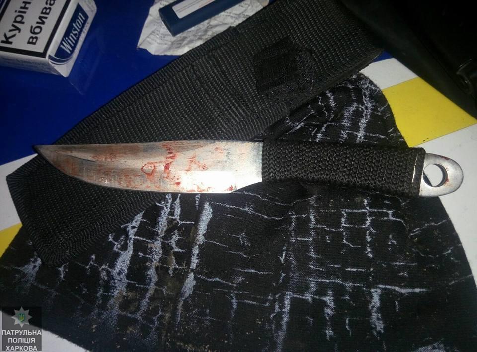 Мужчина с ножом до смерти напугал людей в Харькове (фото)
