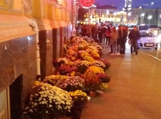 Место трагедии на Сумской. Горожане скорбят и боятся переходить дорогу (фото)