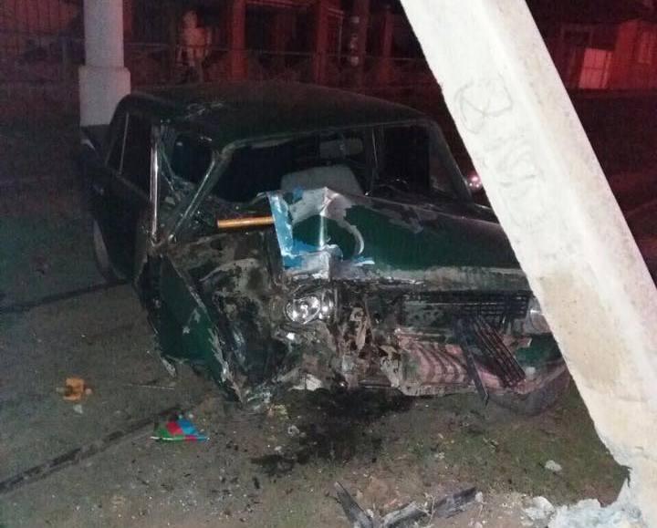 Автомобиль вылетел с дороги в Харькове. Есть пострадавшие (фото)