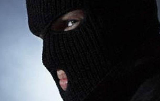 Двое в масках ворвались в дом жителя Харьковской области и похитили крупную сумму