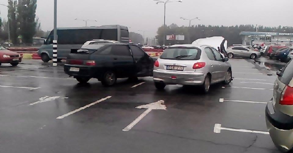Происшествие случилось возле крупного торгово-развлекательного центра в Харькове (фото)