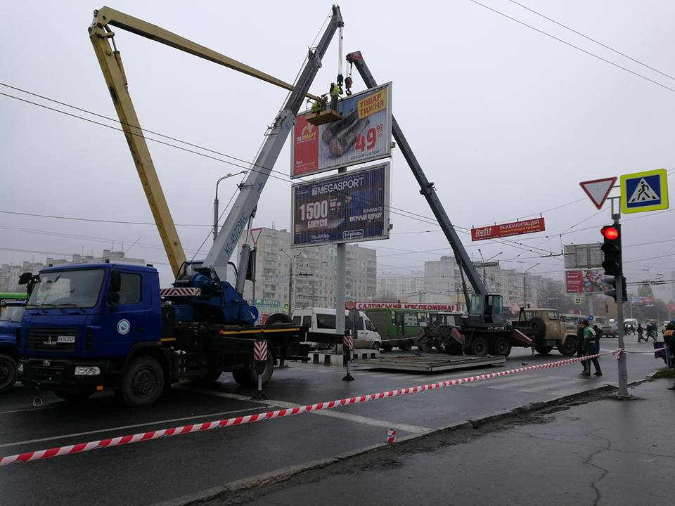 Крупная авария в Харькове. Движение транспорта затруднено