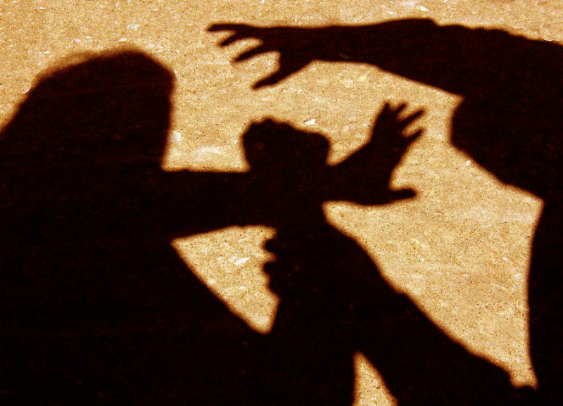 Набросился в лифте. В Харькове девушку изнасиловали в многоэтажке