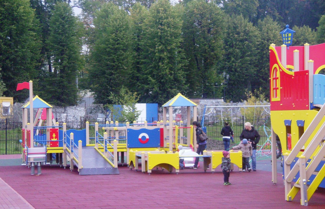 На Салтовке детей хотят оградить забором