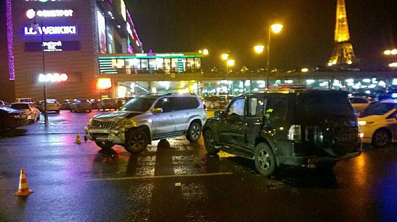 Авария в Харькове. Водитель и пассажиры госпитализированы (фото)