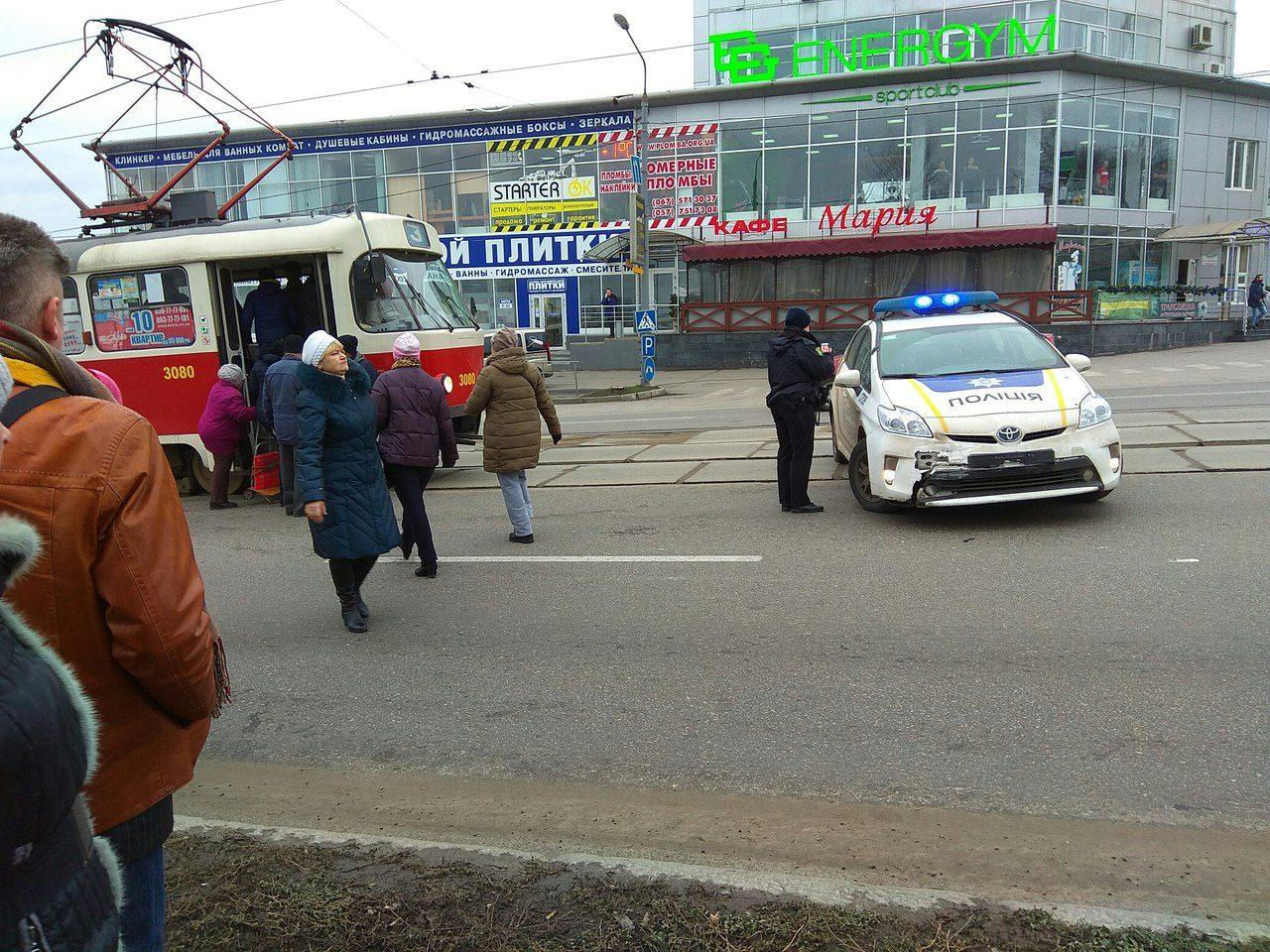 Харьковские копы заблокировали движение транспорта в городе (фото)