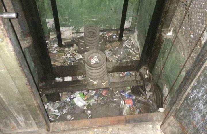 ЧП в центре Харькова. Пенсионерка провалилась в лифтовую шахту (фото)