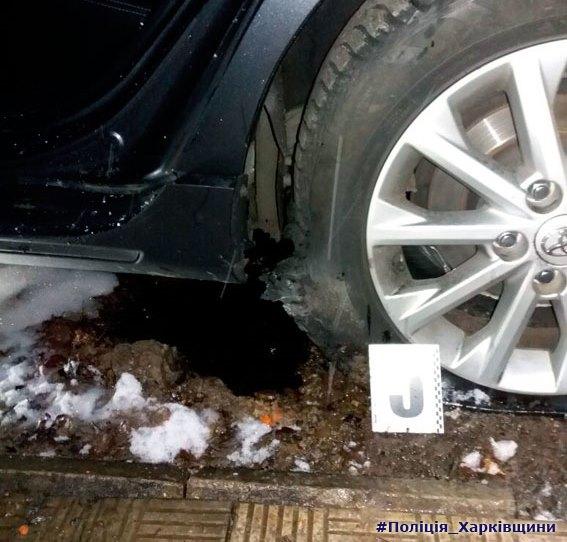 В жилом дворе Харькова неизвестный пытался подорвать полицейского