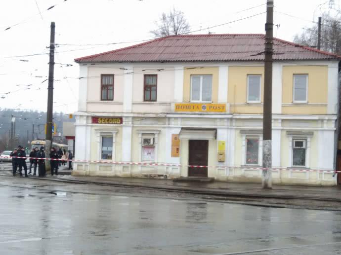 Мужчина, захвативший заложников в Харькове, угрожает взорвать себя