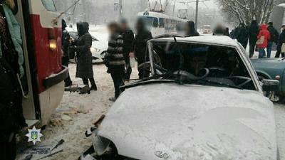 Крупная авария с участием городского транспорта произошла в Харькове (фото)