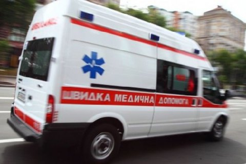 Внезапно полегчало: в Харькове мужчина избил тех, кто примчался его спасать (фото)