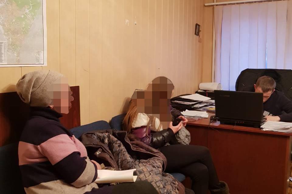 Пьяная школьница из Харькова втянула в неприятности чужих родителей
