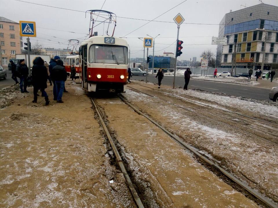 ЧП в Харькове. Подростка спасли несколько сантиметров (фото)