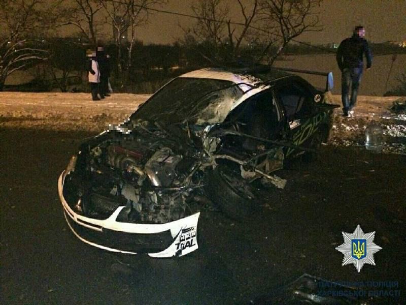 Страшная авария в Харькове. Автомобиль разбит вдребезги, есть пострадавшие (фото)