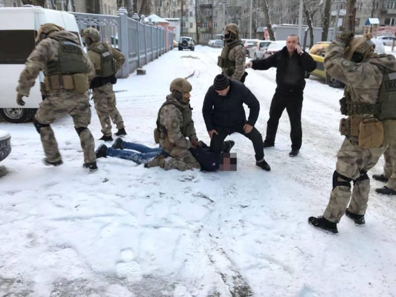 На Харьковщине задержали мужчин, которые целый год наживались на студентах (фото)