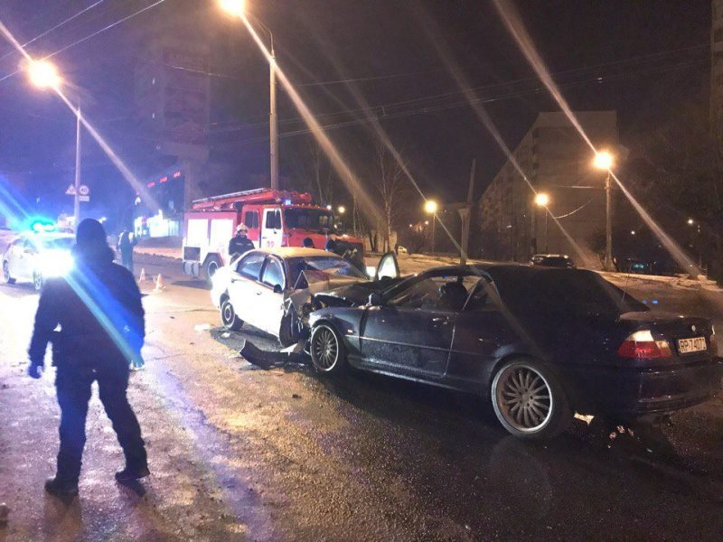 В Харькове автомобиль такси попал в серьезную аварию (фото)
