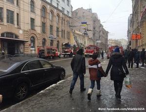 Крупное ЧП в центре Харькова. Движение перекрыто, работают 15 пожарных машин (фото)