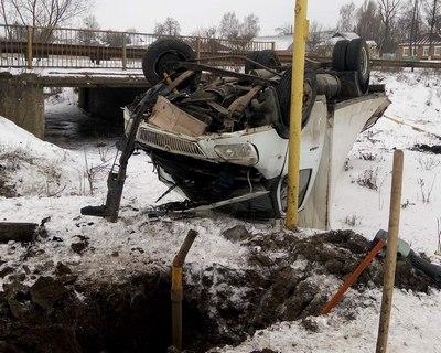 Авария под Харьковом: грузовик вылетел с дороги и пробил газопровод (фото)