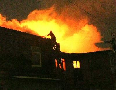 Крупный пожар произошел в центре Харькова (фото, видео)