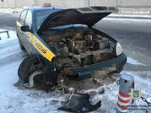 Автомобиль такси попал в аварию в Харькове. Есть пострадавшие (фото)