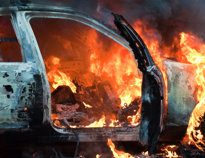 Происшествие в Харькове. Мужчина чудом успел выскочить из собственного авто (видео)