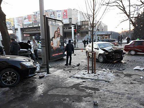 Жуткая авария на Сумской. Пешеходов от смерти отделили несколько метров (видео)