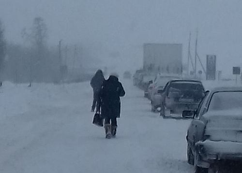 Снегопад: под Харьковом заблокирована дорога (фото)