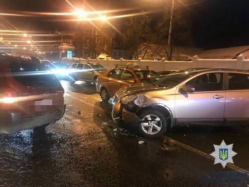 Тройная авария произошла в центре Харькова. Есть пострадавшие (фото)
