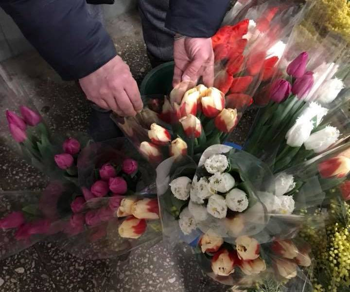Праздничный ажиотаж. Сколько мужчинам придется выложить за цветы