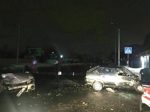 Авария в Харькове: машины сильно разбиты, есть пострадавшие (фото)