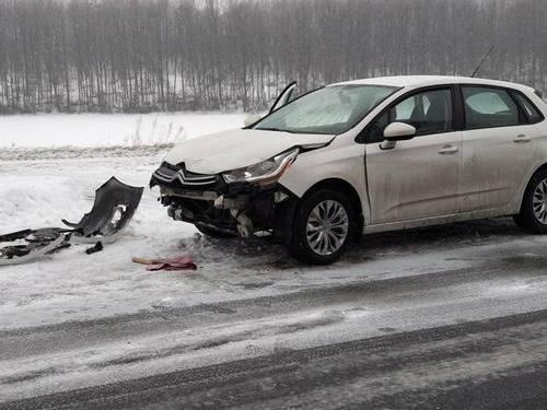 Под Харьковом молодая семья попала в аварию по пути в больницу (фото)