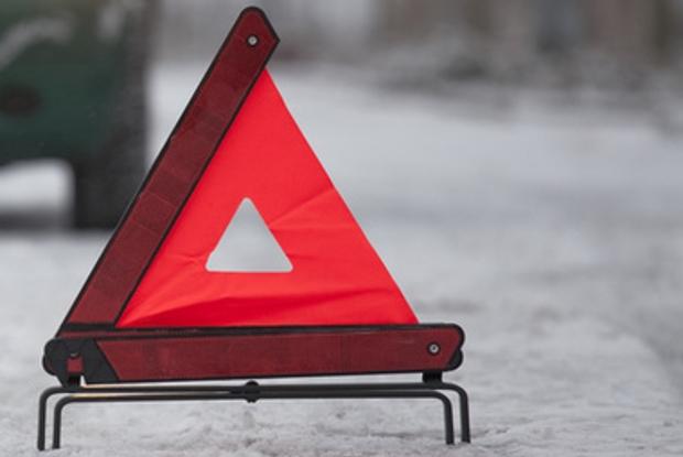 Страшная авария под Харьковом. Автомобиль снес столб и врезался в магазин (видео)