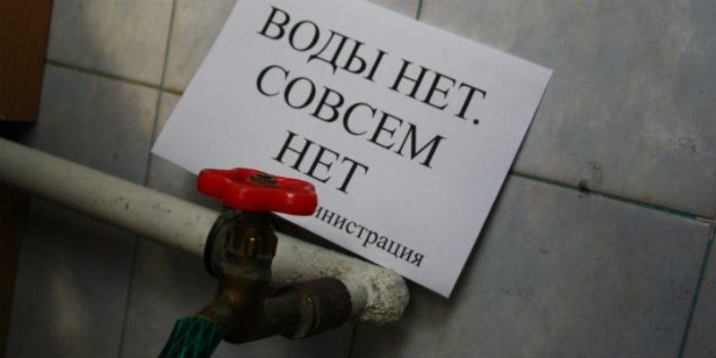 В Харькове жители многоэтажек вынуждены носить снег ведрами, чтобы не задохнуться парами канализации