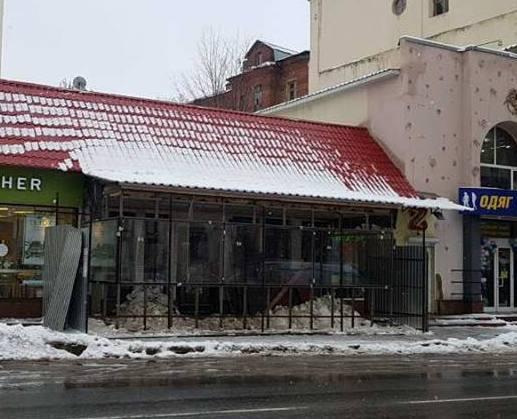В центре Харькова сносят строение, которое сильно мешало горожанам (фото)