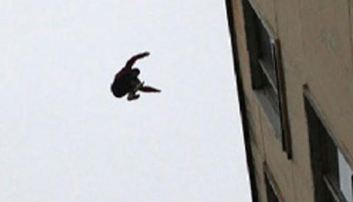 Страшное происшествие под Харьковом: девушка упала с высоты (видео)