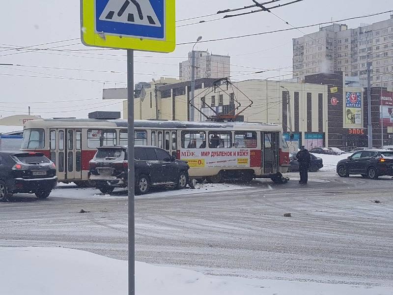ДТП в Харькове. Элитный автомобиль рассыпался на части (фото)