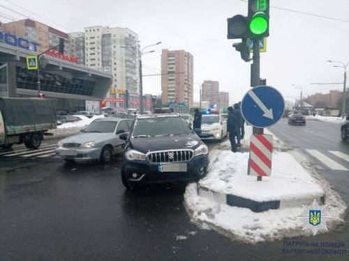 Авария в Харькове. Женщину увезла «скорая» (фото)