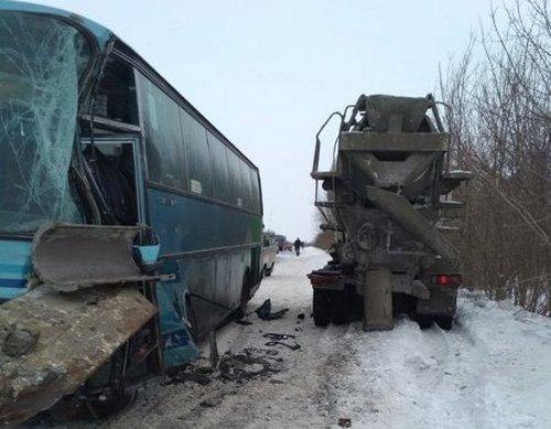 Рейсовый автобус попал в аварию под Харьковом (фото)