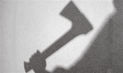 Зверская расправа в Харьковской области: несколько ударов топором и отрезанная голова в песке