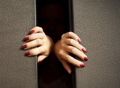 В Харькове на женщину напали в лифте