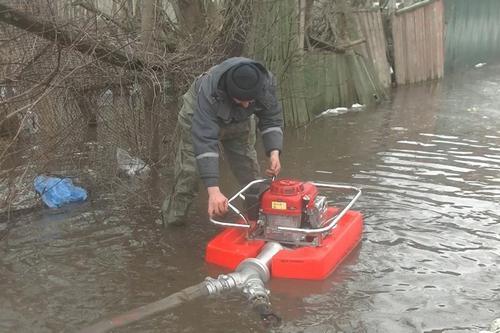 Школу затопило в Харькове (фото, видео)