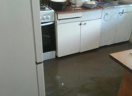 В Харькове вода залила частный дом (фото)
