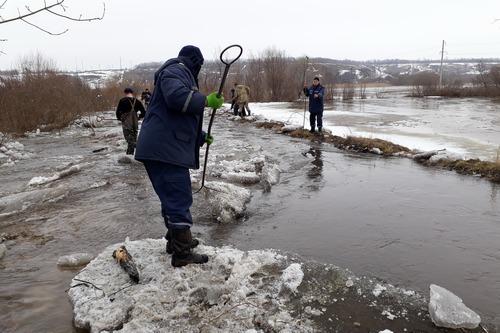 В Харьковской области люди страдают из-за большой воды (видео)